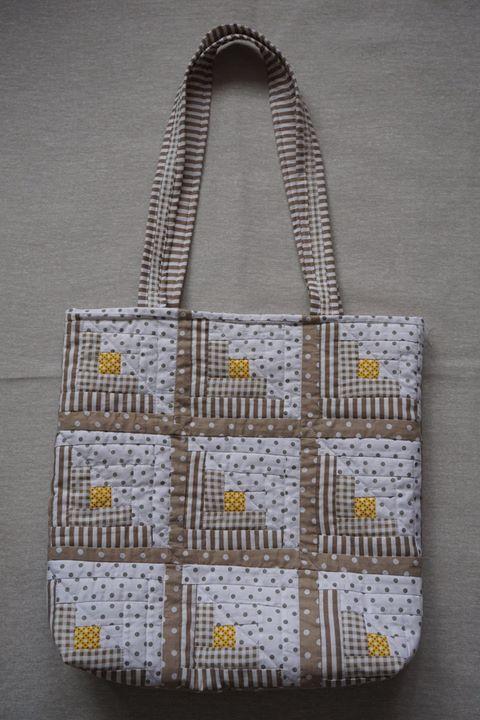 Sebestyén Ágnes_kunyhó táska